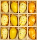 Gele Paaseieren in een doos Royalty-vrije Stock Foto's