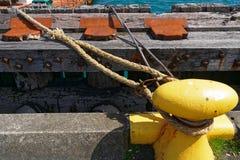 Gele paddestoel op quayside royalty-vrije stock foto's