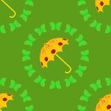 Gele paraplu met groene vlinder Royalty-vrije Stock Foto's