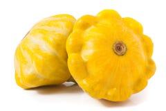 Gele pattypan die pompoen twee op witte achtergrond wordt geïsoleerd Royalty-vrije Stock Afbeeldingen