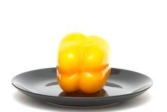 Gele peper op een plaat Stock Foto