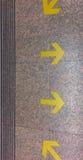 Gele pijlen van verschillende richtingenspanning Royalty-vrije Stock Afbeeldingen