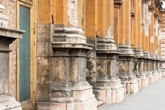 Gele Pijlers, Boedapest, Hongarije Stock Fotografie