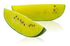 Gele pulpwatermeloen op witte achtergrond stock foto's