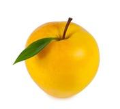 Gele rijpe appel met blad Stock Foto