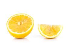 Gele rijpe die citroen op een wit wordt geïsoleerd Royalty-vrije Stock Afbeelding