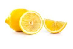 Gele rijpe die citroen op een wit wordt geïsoleerd Royalty-vrije Stock Foto