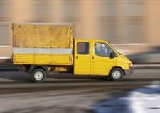 Gele rode vrachtwagen (vrachtwagen) stock foto