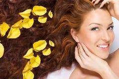 In gele roze bloemblaadjes Royalty-vrije Stock Afbeelding