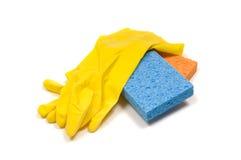 Gele rubberhandschoenen en sponsen Stock Fotografie