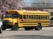 Gele schoolbus stock foto's