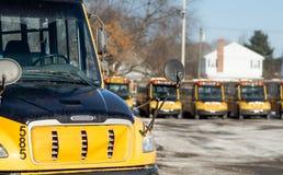Gele schoolbussen Stock Foto