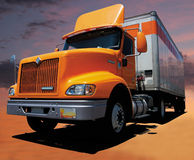 Gele Semi Vrachtwagen Stock Foto