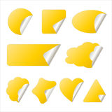 Gele sticker in verschillende vormen Stock Afbeelding