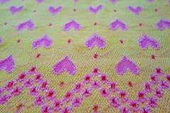 Gele stof met harten Royalty-vrije Stock Afbeeldingen