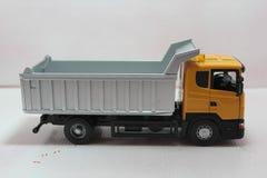 Gele stortplaatsvrachtwagen Stock Foto's