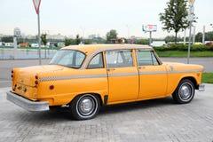 Gele taxi, de Controleur van het autobedrijf moskou 27 08 2018 royalty-vrije stock foto's