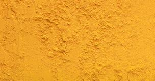 Gele tirmeric poedertextuur, natuurlijke specerijachtergrond stock foto's