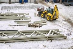 Gele tractor stock afbeelding