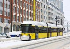 Gele tram in Berlijn Royalty-vrije Stock Afbeeldingen
