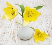 Gele tulpen in een vaas Royalty-vrije Stock Afbeelding