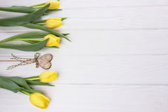 Gele tulpen en harten Royalty-vrije Stock Foto