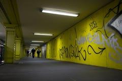 Gele tunnel stock foto's