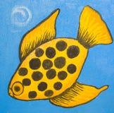 Gele vissen op blauw Stock Afbeelding
