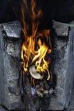 Gele vlam op login de oven royalty-vrije stock afbeeldingen