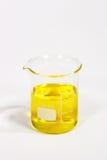 Gele vloeistof stock afbeeldingen
