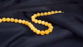 Gele vlotte natuurlijke halfedelsteen ronde parels Stock Fotografie