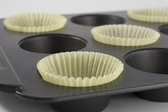 Gele Voeringen Cupcake in Pan Royalty-vrije Stock Foto's