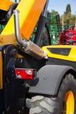 Gele vrachtwagenkraan Stock Afbeeldingen
