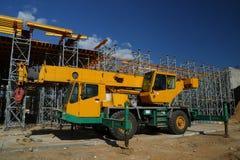 Gele vrachtwagenkraan Royalty-vrije Stock Afbeeldingen