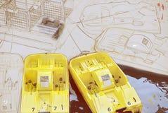 Gele waterfietsen in de haven, illustratie Stock Foto's