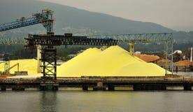 Gele Zwavel op Dok van Chemische Fabriek royalty-vrije stock foto