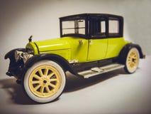Gelegentliches Spielzeug schwarz-grünes Cadillac lizenzfreie stockfotografie