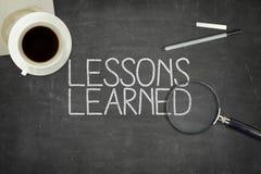 Gelehrtes Konzept der Lektionen auf schwarzer Tafel Stockfotografie