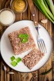 Gelei met vlees, rundvleesaspic, traditionele Russische schotel, gedeelte stock fotografie