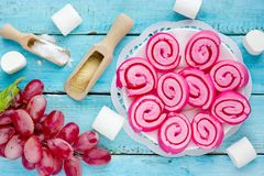 A geleia do marshmallow rola, geleia caseiro rola levanta Fotos de Stock