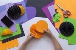 Geleidelijke hoofdklasse Creeer een decoratie voor een partij van Halloween-pompoenen Royalty-vrije Stock Afbeeldingen