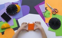 Geleidelijke hoofdklasse Creeer een decoratie voor een partij van Halloween-pompoenen Stock Afbeelding