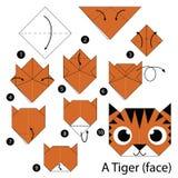Geleidelijke instructies hoe te om tot origami een Tijger (gezicht) te maken Stock Foto's