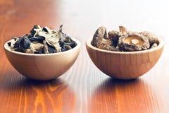 Geleioor en shiitake paddestoelen Stock Fotografie