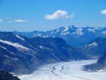 A GELEIRA de ALETSCH em CUMES suíços ajardina na escala de montanhas alpina alta de JUNGFRAU em Suíça Fotos de Stock