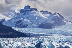 Geleira de Perito Moreno, uma das centenas de geleiras que vêm do campo de gelo sul no Patagonia, Argentina imagens de stock royalty free