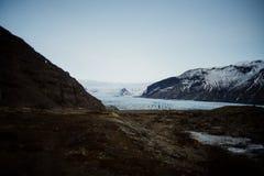 Geleira de Skaftafell em Islândia e em montanhas Imagens de Stock Royalty Free