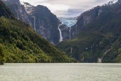Geleira de suspensão do parque nacional de Queulat, o Chile fotos de stock royalty free