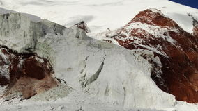 geleira Montanhas coloridas VERMELHO E BRANCO Pamir Foto de Stock Royalty Free