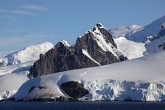 Geleiras e montanhas de Continente antárctico Foto de Stock Royalty Free